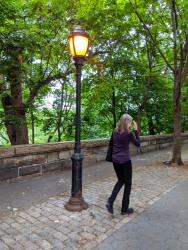 Lori dodges the paparazzi on Riverside Drive.