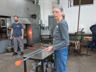 Molten glass apprehension
